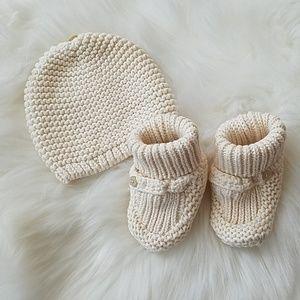 BabyGap | Newborn Hat & Booties